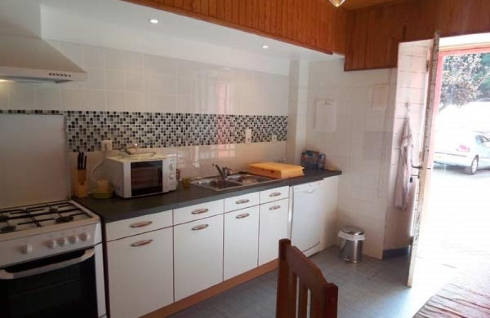 capvern location appartement residence plein soleil appartement N°2 cuisine