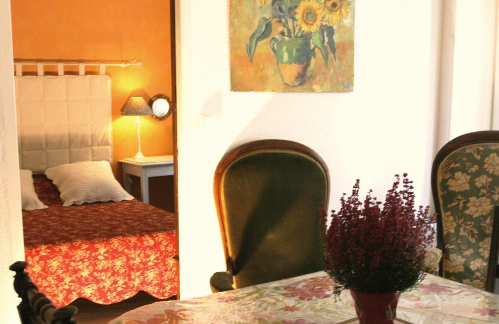 Capvern location appartement villa mary T1BIS N°1 CHAMBRE-cuisine