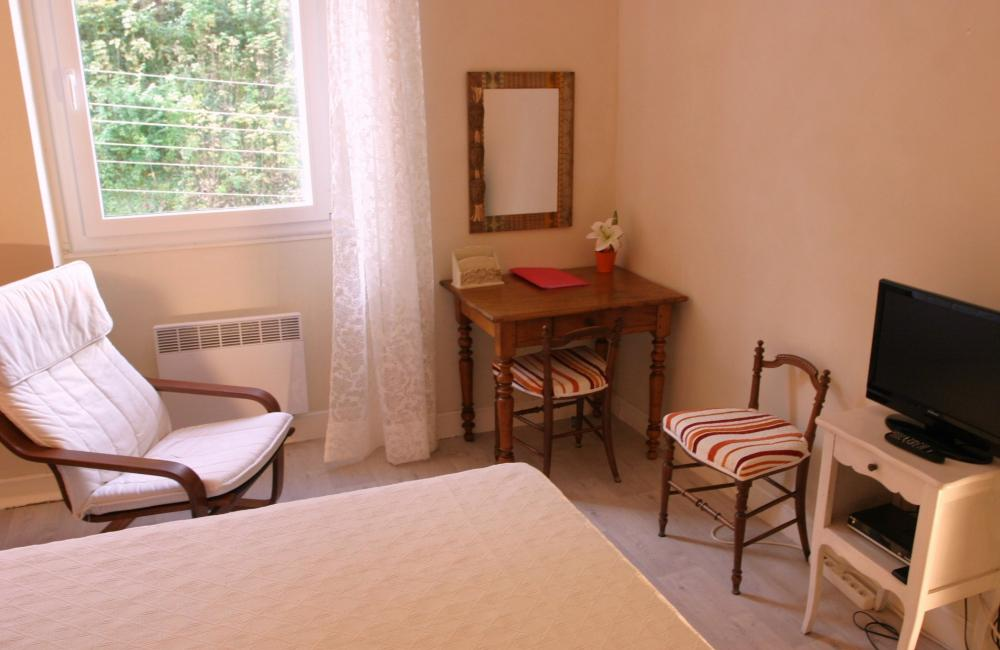 Capvern location appartement villa mary T1BIS N°2 CHAMBRE