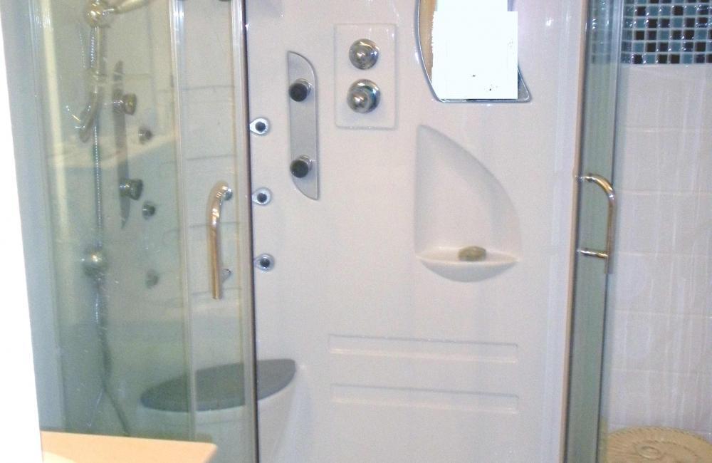 capvern location appartement residence plein soleil appartement N°2 salle de douche