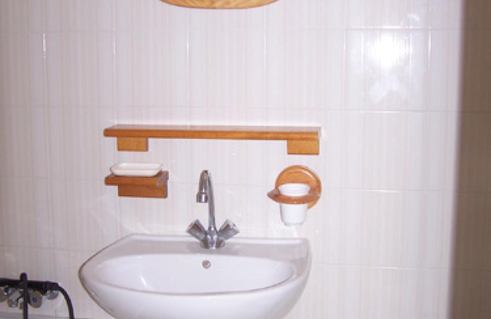 Capvern location appartement villa mary N°4 studio salle de bains