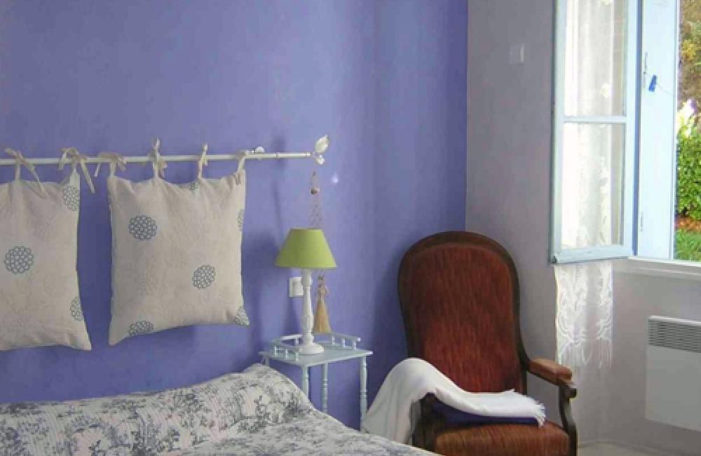 Capvern location appartement villa mary T1BIS N°1 Chambre avec vue sur la forêt