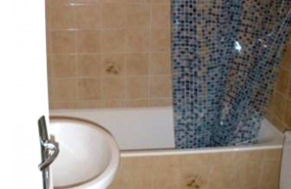 Capvern location appartement villa mary T1BIS N°2Salle de bains