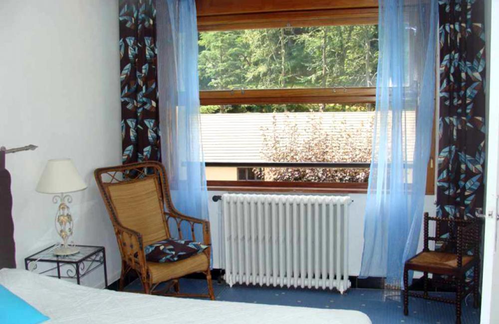 Capvern location appartement PLEIN SOLEIL T2 N°3 Chambre avec vue sur la forêt